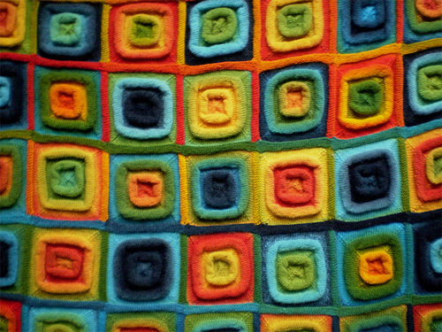 Modèle de tricot gratuit : Squares on the roll, couverture multicolore par Frankie Brown